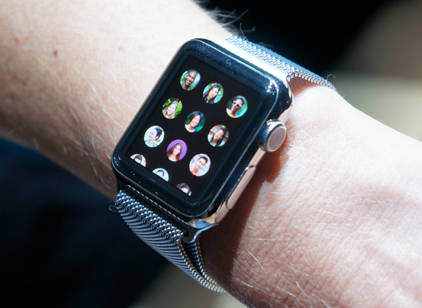Senior Living Mesa Looks into Benefits of Apple Watch with Senior Care